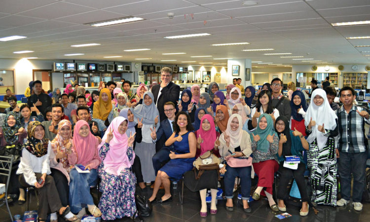 U.S. Education and Visas Presentation to Makassar Students During 4th of July Celebrations (State Dept/ Christian Simanullang)