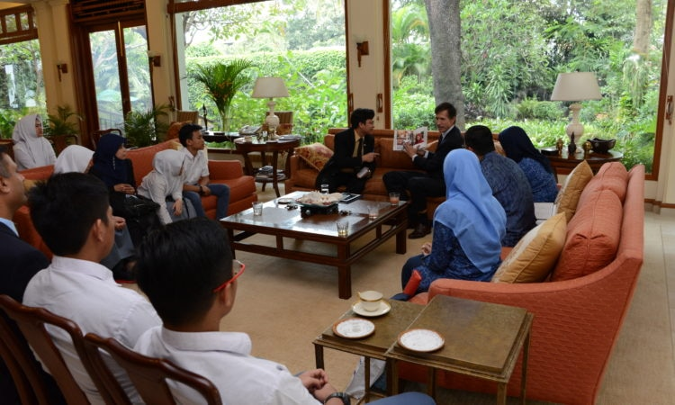 Ambassador Hosts Send-Off for High School Students on Nusantara Inter-Faith Program (State Dept. / Budi Sudarmo)