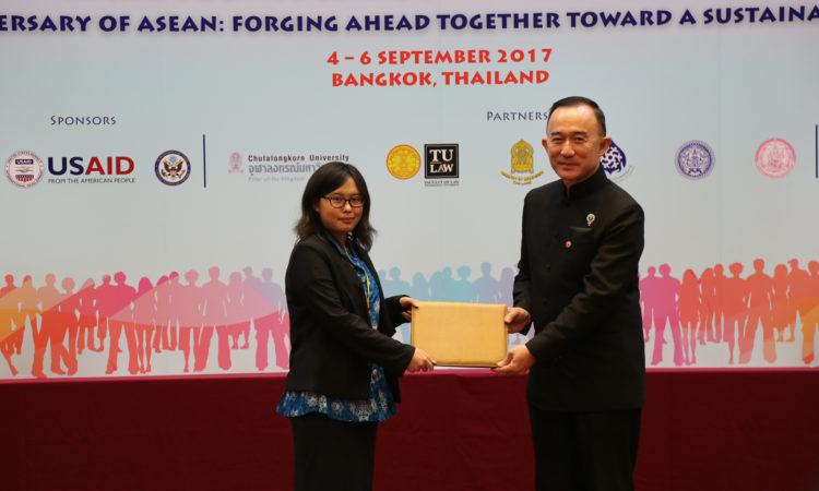 Mahasiswa Universitas Indonesia Menangkan Debat Tahunan ke-4 tentang Hak Asasi Manusia untuk Negara-Negara ASEAN (State Dept. / USAID)