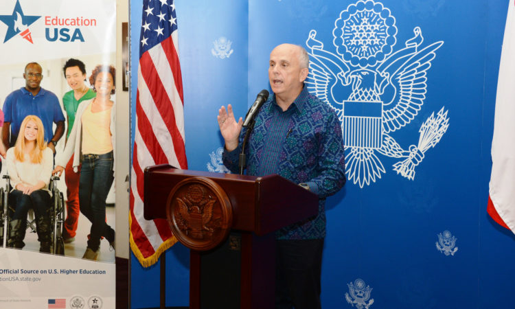 Ambassador Donovan Inaugurates EducationUSA Graduate Fairs in Malang and Jakarta (State Dept. / Erik A. Kurniawan)