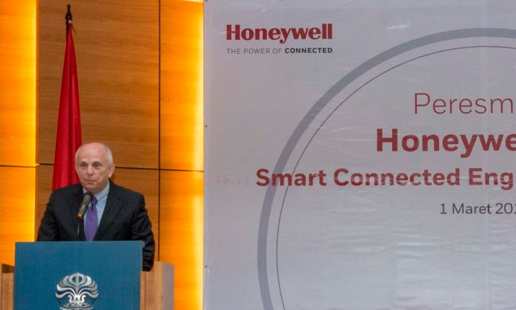 Ambassador Joseph R. Donovan's Remarks on Honeywell's Connected Campus Laboratory, University of Indonesia (State Dept. / Budi Sudarmo)