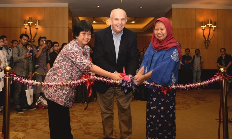 Ambassador Donovan Inaugurates Fourth Annual EducationUSA Graduate Fair (State Dept. / Erik A. Kurniawan)