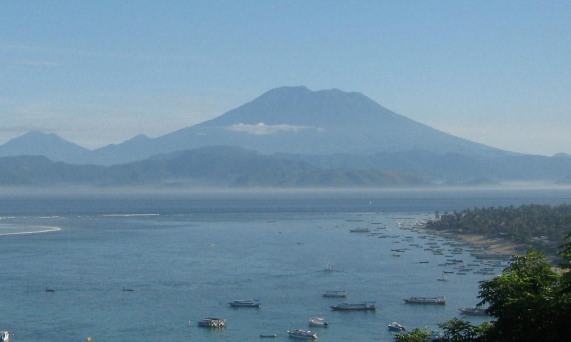 The U S Consulate General In Surabaya Alerts Citizens Residing Or Traveling To Indonesia That Mt Agung An Active Volcano East Bali